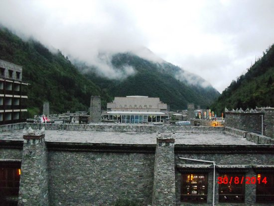 Holiday Inn Jiuzhai Jarpo : Misty Morning View From The Room