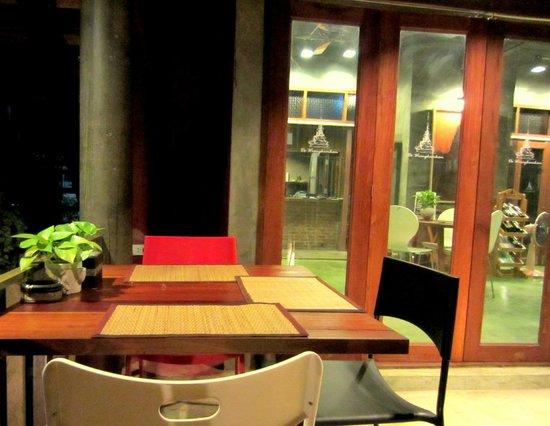 De Wiangkumkam Hotel: Restaurant