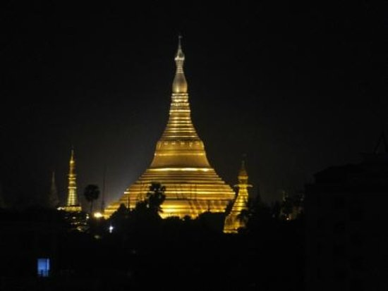 Asia Plaza Hotel : View of Shwedagon Pagoda from hotel room at night...