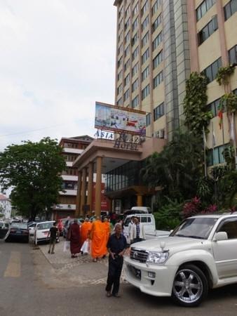 Asia Plaza Hotel : Entrance to hotel