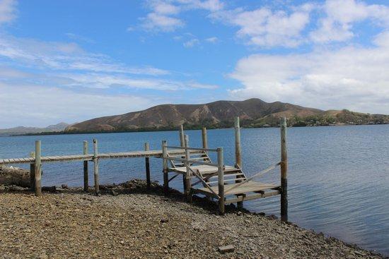 Loloata Island Resort: Jetty for boat transfer