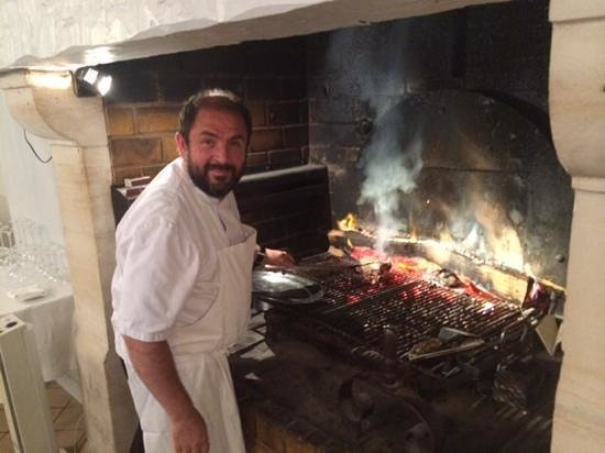 Au pied des marais : Chef Thierry working on a perfect Cote de Bouef