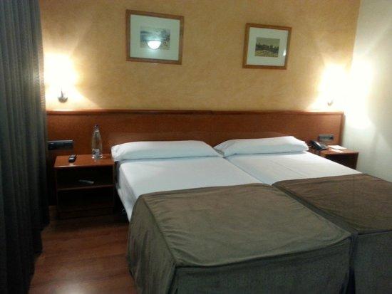 Hotel Catalonia Castellnou: Room
