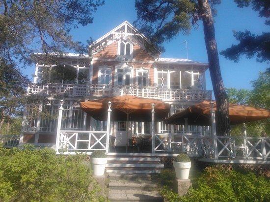 Villa Maija (incl Villa Janne and Villa Anke) : The facade and terrace of the hotel