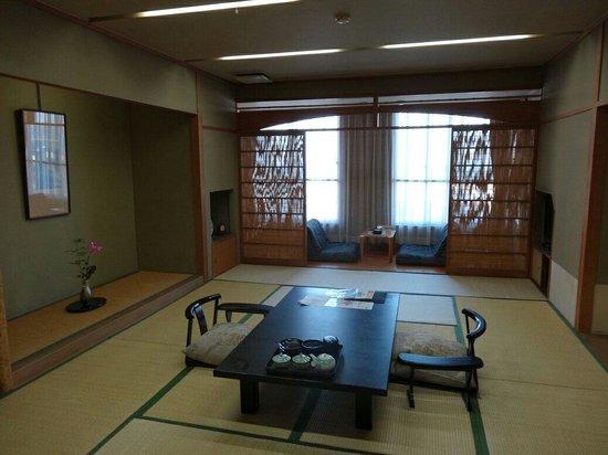 Hotel New Tsuruta: 超大房間