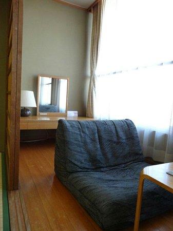 Hotel New Tsuruta: 房間面海日式沙發