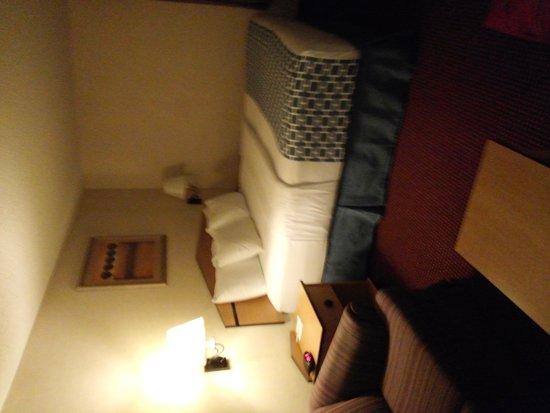 """Red Lion Inn & Suites Denver Airport : room with """"room"""" to move!"""