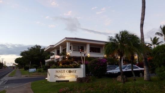 Maui Coast Hotel: Hotel entrance