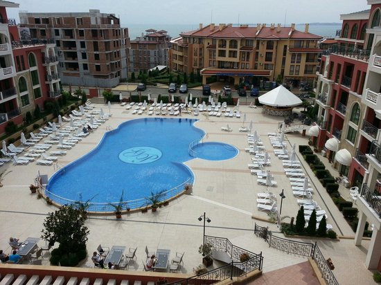 Saint George Palace Hotel: View from the rooms over the pool