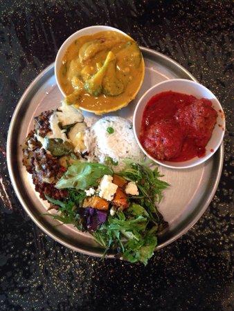 vegetarian moussaka, pumpkin salad, koftas & malaysian sate - Foto van ...