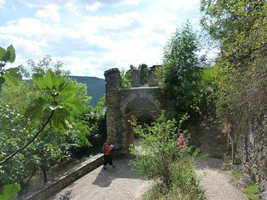Forteresse de Najac: Aire camping car Gratuite au pied du village.