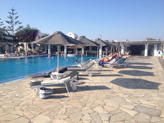 Mediterranean Beach Resort: Pool side