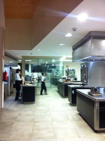 Azurmendi Gastronomico: kitchen