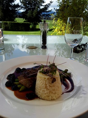 Home Hill Winery Restaurant: Five spice duck breast, cherry puree, steamed asparagus, buttered rice