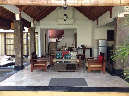 Dampati Villas: Open air Living/Kitchen