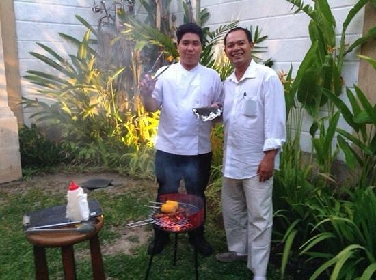 Dampati Villas: The Chef & Mr Tevu (the manager) on BBQ night