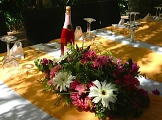 Restaurant Molino del Santo: Golden wedding table