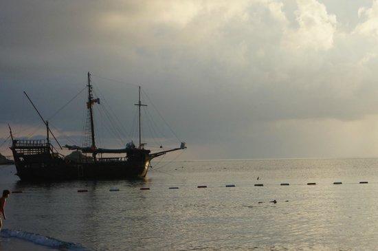Pirate's Beach Club: Пиратский корабль - на нем дети отправляются искать клад