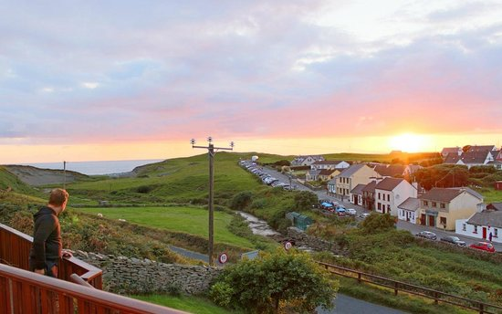 Sea View House Doolin : Evening sunset from our deck
