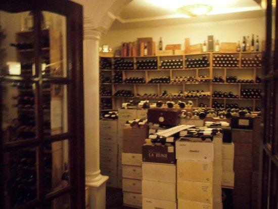 Trois Gourmands: ワイン倉庫