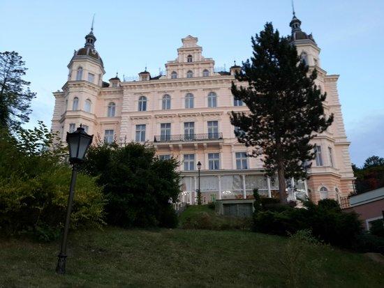 Hotel Bristol Palace: Главный корпус - ресепшн, ресторан и т.п.