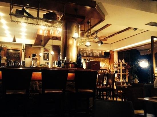 Achtis Hotel: the lovely sobaro bar in the village