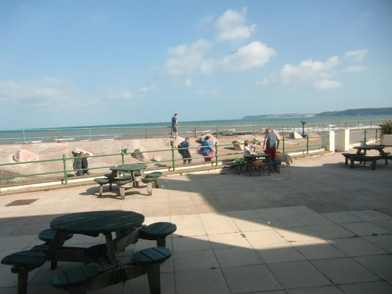 Premier Inn Paignton Seafront (Goodrington Sands) Hotel: View out of the room window