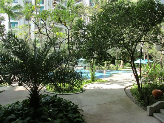 Chatrium Residence Sathon Bangkok: pool area was an oases on the 4rth floor