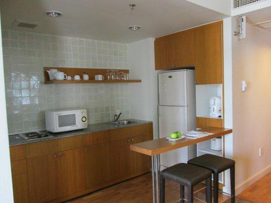 Chatrium Residence Sathon Bangkok: Our kitchen area