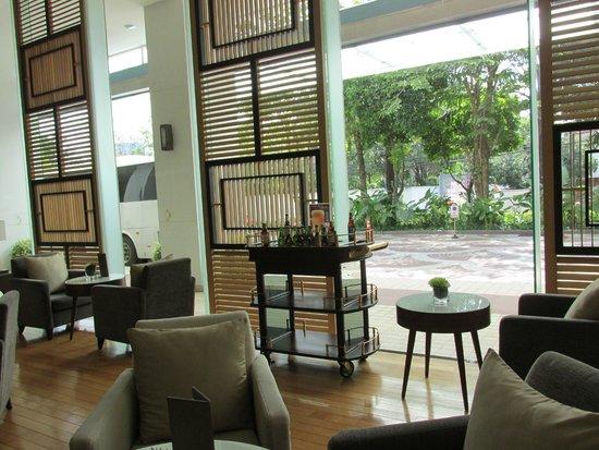Chatrium Residence Sathon Bangkok: lobby bar for welcome cocktail