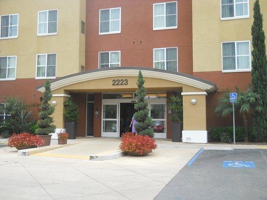 Homewood Suites by Hilton Carlsbad-North San Diego County: 正面入り口