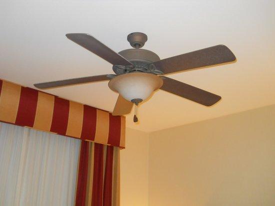 Homewood Suites by Hilton Carlsbad-North San Diego County: 大きな扇風機