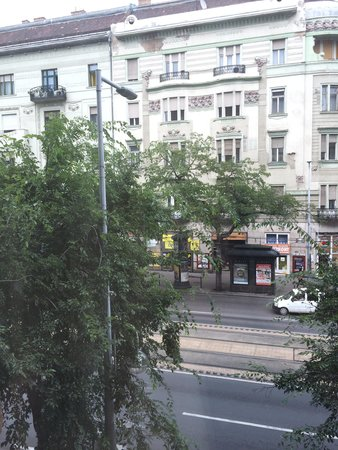 View picture of full moon design hostel budapest for Design hostel milano