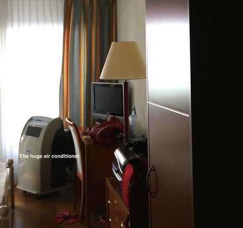 Hotel & Spa Bristol: Huge air conditioner machine, not needed