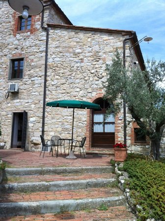 Il Borgo di Vescine - Relais del Chianti: Our room outside