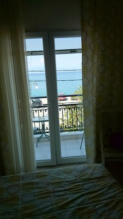 Timoleon Hotel: Room with sea view