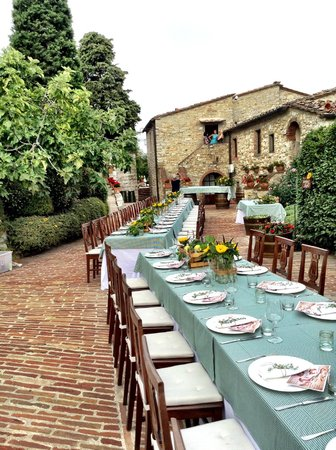 Il Borgo di Vescine - Relais del Chianti: Dinner set out for our wedding party