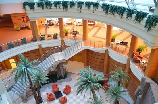 Maritim Pine Beach Resort: looking down into the lobby area