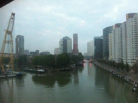 Inntel Hotels Rotterdam Centre: Vistas panorámicas desde la habitación. Quinta planta