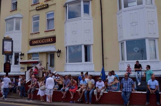 Smugglers Inn: Queue at The Smugglers for Sunday Dinner!!!!!