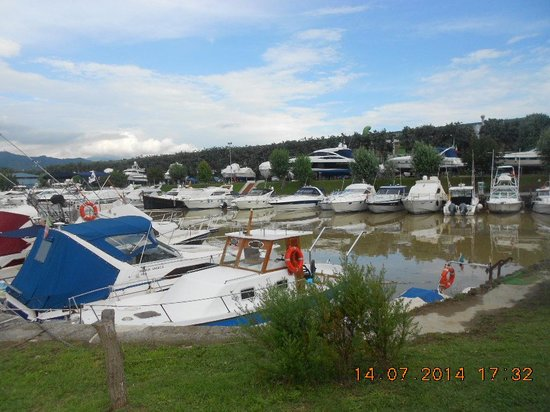 Iron Gate Camping Marina: There is a huge marina adjoining the campsite.