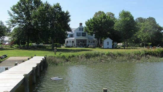 The Inn at Tabbs Creek Waterfront B&B : view of main house from the dock out back