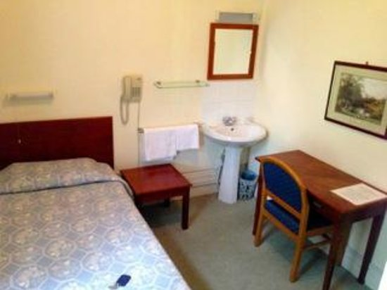 Merlyn Court Hotel: My very small but perfect single room