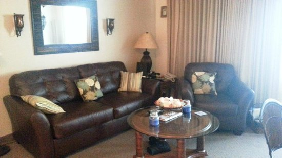 Casa Playa Resort: Unit 703 with newly added sofa and chair in living room