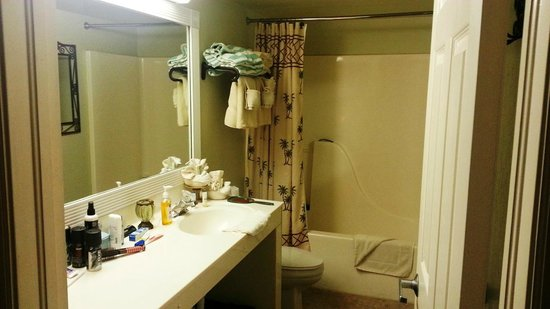 Casa Playa Resort: Roomy bathroom in Unit 703 with doors from hallway and bedroom