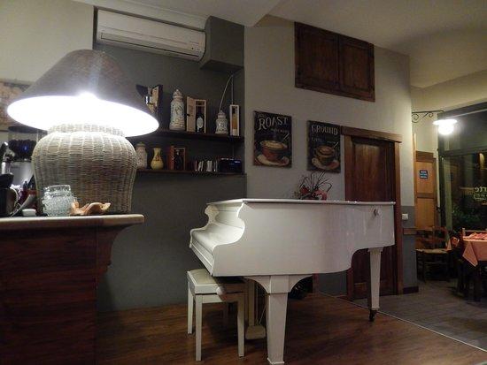 Osteria piattoforte sala interna pianoforte foto di osteria