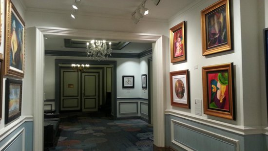 The Henry, Autograph Collection: Art in hallway adjacent to first floor lobby.