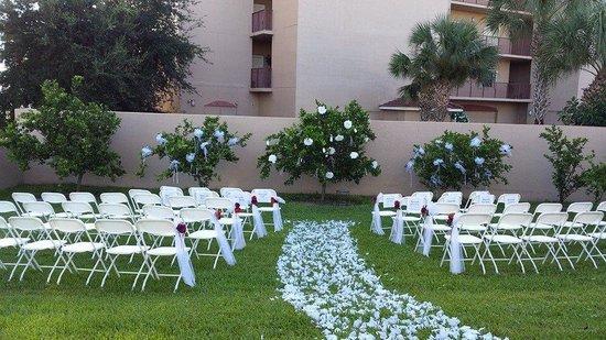 Parrish Grove Inn backyard ceremony