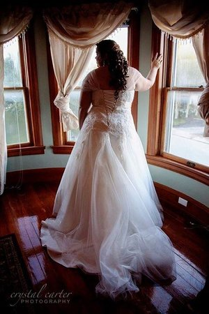Parrish Grove Inn : Bridal suite offered beautiful background for pictures