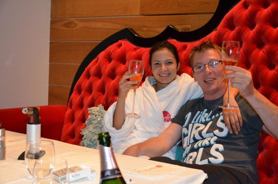 Graffit Gallery Hotel: 2 people happy relaxed and having fun , its what a hotel is for yes